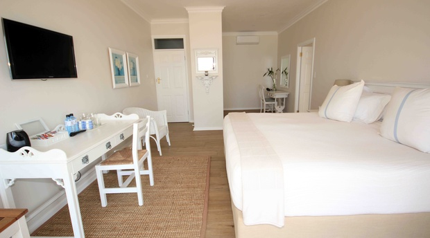 Michele Room (Luxury) Fairlight Beach House